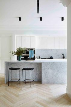 Modern and minimal marble luxurious kitchen with black stools and track lights. Luxury Kitchens, Cool Kitchens, Bathroom Renovations Melbourne, Kitchen Renovations, Kitchen Trends, Kitchen Ideas, Kitchen Inspiration, Kitchen Decor, Kitchen Design