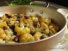 00 g di cavolfiore olive taggiasche 1 ciuffo di prezzemolo peperoncino 1 spicchio di aglio olio extravergine di oliva sale (io rosa dell'Himalaya)