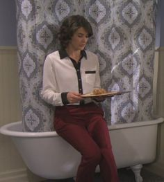 Robin's black and white button up blouse with red pants from the bathroom scene on How I met your mother.  Outfit Details: http://m.wornontv.net/528/