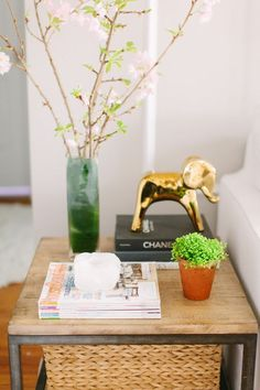 @Danielle Lampert Moss Chicago Home Tour // living room // side table styling // photography by Stoffer Photography