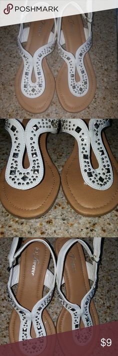 Forever 21 cute plattaform sandals :) Very good condition worn one time :) Forever 21 Shoes Sandals