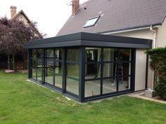 Sliding glass doors 5 tracks by Sunflex « Diy Best Garden Deko Bungalow Extensions, House Extensions, Balcony Design, Roof Design, Modern Brick House, House Design Pictures, Sunroom Addition, Casa Patio, House Extension Design