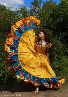 Romani Gypsy musicians, singers and dancers, dancing barefoot girls Gypsy Life, Gypsy Soul, Hungarian Dance, Traditional Mexican Dress, Gypsy Women, Gypsy Girls, Long Gown Dress, Mexican Dresses, Bohemian Gypsy