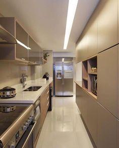 Cozinha com um mix de revestimentos incríveis e uma paleta de cor que amo!  Via @maisdecor_  www.homeidea.com.br  Face: /homeidea  Pinterest: Home Idea #homeidea #arquitetura #ambiente #archdecor #cozinha #projeto #homestyle #home #homedecor #pontodecor #homedesign #revestimento #interiordesign #interiores #picoftheday #decoration #revestimento  #decoracao #architecture #archdaily #inspiration #project #regram #home #casa #grupodecordigital