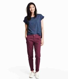 Would love to have a pair of burgundy chinos! Casual Outfits, Cute Outfits, Fashion Outfits, Fashion Weeks, Dress Casual, Dress Outfits, Outfit Pantalon Vino, Shirtdress Outfit, Shirt Outfit