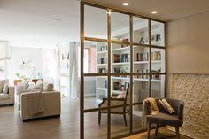 Cómo iluminar tu casa sin cometer los errores más habituales Cozy Living Rooms, Home Living Room, Valladolid, Small Condo, Divider Design, White Apartment, Laundry Room Inspiration, Sweet Home, New Homes