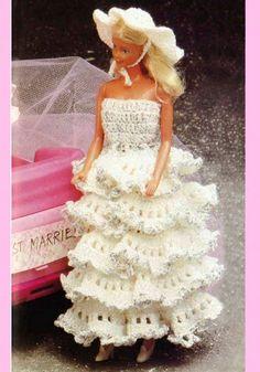 Virkkaa Barbielle mekko | Kodin Kuvalehti Girls Dresses, Flower Girl Dresses, Barbie Clothes, Marie, Wedding Dresses, Flowers, Crocheting, Fashion, Doll Outfits