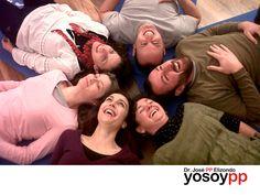 ¿Qué es la risoterapia? SPEAKER PP ELIZONDO. La risoterapia o terapia de la risa consiste en crear situaciones que ayuden a liberar las tensiones físicas y emocionales, para conseguir reír de manera natural. Se practica en grupo, con la dirección de monitores especializados que emplean técnicas de expresión corporal, bailes y juegos, con el objetivo de que los participantes consigan desinhibirse y terminen riendo a carcajadas. Le invitamos a ingresar a la página www.yosoypp.com.mx, en donde…