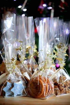 Edible Christmas Gifts. I know this is sort of baking.. but I'm more in love with the adorable wrapping. ♥
