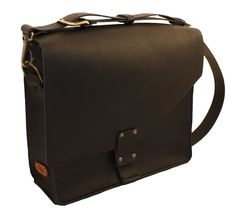 Blank Bag Black - With the Blank Bag Black, you are getting a unique and sportive messenger bag. Start your day with this unique messenger bag for your notebook, papers and more. The ideal companion for your daily job.