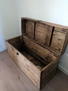 Handmade from reclaimed pine & yew with a hinged Clamshell lid an Wooden Trunk Diy, Wooden Toy Chest, Wooden Toy Boxes, Wooden Trunks, Wood Chest, Pallet Chest, Diy Pallet Furniture, Furniture Plans, Furniture Removal