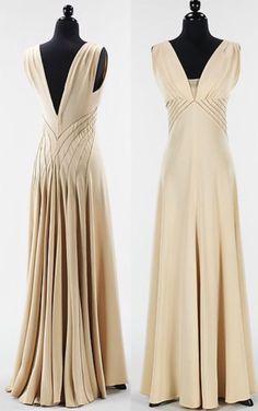 Diamond Horseshoe Silk Evening Gown by Elizabeth Hawes - - Kochen - Abendkleid Vintage Gowns, Mode Vintage, Vintage Outfits, Vintage Evening Gowns, Vintage Hats, Elegant Evening Gowns, Vintage Prom, Vintage Sewing, Celebrity Dresses