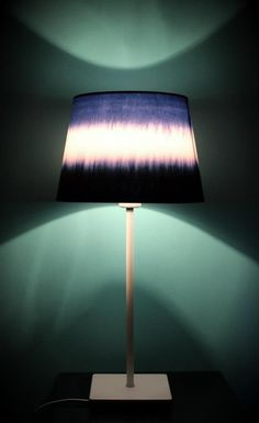 DIY : Une lampe tie and dye - Decocrush Tie Dye Bedroom, Diy Room Decor, Bedroom Decor, Home Decor, Shibori, Diy Luminaire, Diy House Projects, Home Hacks, Lamp Shades