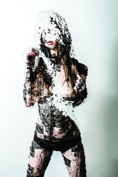 Based in Melbourne, artist Jake Stollery plays to make digital creations of women's portraits. With projections and scanning, he shows the body and Hum Photography Women, Fine Art Photography, Deconstruction, Color Swatches, Vintage Photographs, Photo Manipulation, Artwork Prints, Female Bodies, Inspiration