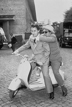 ALBERTO SORDI on VESPA! One of the best italian actors:  http://cine-italiano.blogspot.com.es/2014/10/los-10-mejores-actores-italianos.html