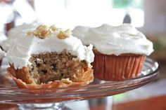 These Amish Friendship Bread cupcakes use chunky applesauce and spicy nutmeg and cloves for a delicious carrot cake variation. Friendship Cake, Friendship Bread Recipe, Friendship Bread Starter, Amish Friendship Bread, Amish Bread Recipes, Dutch Recipes, Sourdough Recipes, Sourdough Bread, Italian Recipes