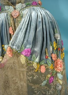 Antique Dress - 1924 Love the idea of continuing the lace and adding colour to the overlap area. Haute couture indeed Vintage Outfits, Vintage Gowns, Vintage Fashion, Ribbon Work, Silk Ribbon, Floral Ribbon, Ribbon Flower, Ribbon Hair, Hair Bows