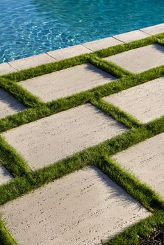 Seeking the luxury look of Travertine stone for your Patio Slabs? Check out Travertina Raw Slabs, made out of concrete and more resistant than porous natural Travertine. Small Backyard Pools, Backyard Patio Designs, Backyard Landscaping, Patio Ideas, Backyard Ideas, Patio Slabs, Flagstone Patio, Deck Alternatives, Pool Paving