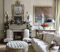Charlotte Moss is one of my all-time favorite interior designers, and I loved finding her Christmas decorating tips in House Beautiful. Each year Moss turns her six-story Upper East Side townhouse … Elegant Christmas Decor, Elegant Home Decor, Elegant Homes, Christmas Decorations, Christmas Greenery, French Christmas, Christmas Mantels, Simple Christmas, Merry Christmas