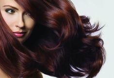 Know how to dye your hair with beets and become a redhead naturally. Learn recipes along with their benefits and know the best tips. Dyed Natural Hair, Dyed Hair, Natural Hair Styles, Long Hair Styles, Grey Hair Cover Up, Cover Gray, Covering Gray Hair, How To Make Hair, Ten