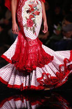 Interesting torso detail and alternating lace and polka dot flounce. Fashion Art, Fashion Show, Fashion Design, Flamenco Dancers, Flamenco Dresses, Spanish Dress, Spanish Fashion, Long Skirts For Women, Special Dresses