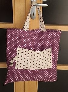 Sac de course pliable - Tutos de sacs - - World Pin Sewing Hacks, Sewing Crafts, Sewing Projects, Tod Bag, Dior Kids, Crochet Shoulder Bags, Summer Quilts, Denim Crafts, Fabric Bags