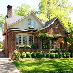 Love the boxwoods in the front