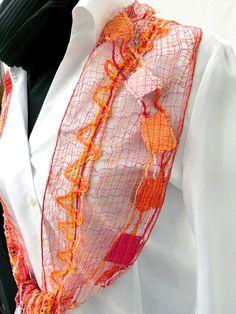 Schal handgeklöppelte Spitze aus Wolle handmade rot von UliBaysie, €139.90