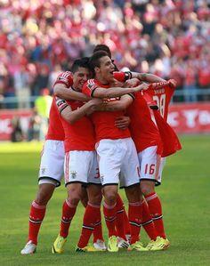 (13/04/2014) Sílvio (28) | Arouca - Benfica (0-2) | 27ª Jornada Liga Zon Sagres | Golos de Rodrigo (19) e Gaitán (20) | Vitória dedicada ao nosso Sílvio, que se lesionou no último jogo contra o AZ Alkmaar (Liga Europa) Força Campeão! |
