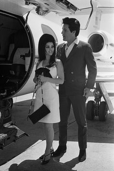 Elvis looked great in a suit!! here's-looking-at-you-kid:    Elvis and Priscilla about to board a private jet.