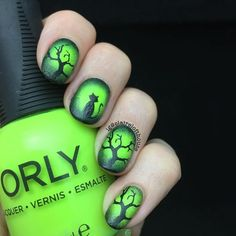 From simple pumpkin nails to a full-on nail art zombie manicure, we rounded up the best 2012 Halloween nails. Halloween Acrylic Nails, Cute Halloween Nails, Halloween Nail Designs, Diy Halloween, Seasonal Nails, Holiday Nails, Christmas Nails, Pretty Nail Colors, Pretty Nails