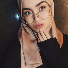 Pin = @zozzza Muslim Fashion, Modest Fashion, Unique Fashion, Hijab Fashion, Womens Fashion, Muslim Girls, Muslim Women, Turban, Muslim Beauty