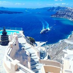 4 Sterne Erwachsenenhotel Suites of the Gods auf Santorin Vacation Places, Dream Vacations, Jacuzzi, Best Hotels In Greece, Santorini Greece, Travel Goals, Greek Islands, Travel Pictures, Airplane View