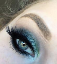 Mermaid Eyes by Lilz Trueman features Makeup Geek Eyeshadows in Corrupt, Mermaid, and Peach Smoothie! #makeupgeekcosmetics