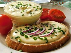 Tvarůžkový tavený sýr :: Tipy na Výlety a zábava Panna Cotta, Pudding, Ethnic Recipes, Food, Dessert Ideas, Food Food, Dulce De Leche, Custard Pudding, Essen