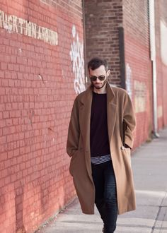 oversized camel top coat for the fall // menswear style fashion Mens Winter Wardrobe, Winter Wardrobe Essentials, Camel Tops, Streetwear, La Mode Masculine, Inspiration Mode, Men Street, Mode Style, Men's Style