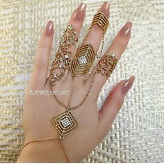 Triple ring hand bracelet With long nails💅 Antique Jewellery Designs, Fancy Jewellery, Stylish Jewelry, Cute Jewelry, Fashion Jewelry, Hand Jewelry, Body Jewelry, Jewelry Bracelets, Diamond Bracelets