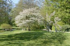 Der Skulpturen-Park der Gerisch-Stiftung in Neumünster zeigt eine Skulpturen-Sammlung von Künstlern internationalen Rangs. Der Reformgarten aus den 1920er Jahren wurde von Harry Maasz angelegt. Er bildet den idealen Rahmen für die Großskulpturen - und einen Kunstspaziergang.