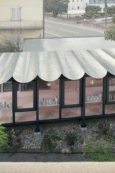 Roof Design, Art And Architecture, Valance Curtains, Facade, Contemporary Art, Villa, Exterior, Deco, Places