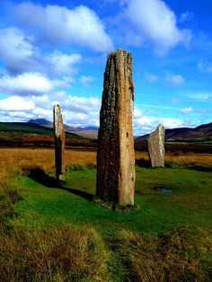 Isle of Arran, North Ayrshire, Scotland: standing stones from the Bronze Age on Machrie Moor Places To Travel, Places To See, Cairns, Isle Of Arran, Statues, Scottish Castles, England And Scotland, Ancient Ruins, Stonehenge