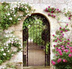 etrance to garden gates | Bahçe Kapıları