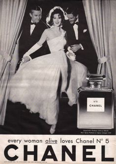 "CHANEL 1957 ""Every woman alive loves Chanel This slogan appeared on the Richard Avedon lensed campaign featuring Suzy Parker. Chanel Vintage, Vintage Perfume, Vintage Beauty, Vintage Fashion, Vintage Glamour, Chanel No 5, Mode Chanel, Chanel Pink, Chanel Bags"