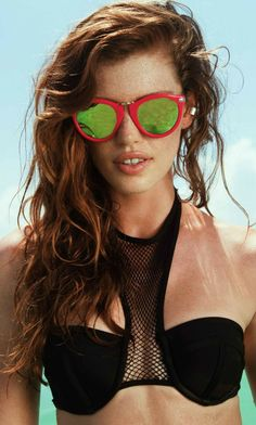 Beach Riot- The Superior Sunglasses. These Sunglasses Feature a Round Style with Silver Metal Detailing and Mirrored Lens.   * Hand Wash  * Model is Wearing Size One Size