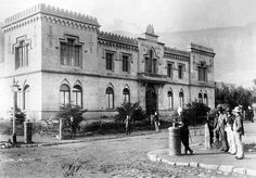 Photo: Arthur Elliott In 1884 the Voluntary Drill Hall was erected on the northeastern corner of the Parade. The area is bounded by Corporation, Buitenkant and Darling Streets Today it houses the Cape Town Public Library Old Pictures, Old Photos, Vintage Photos, Cities In Africa, Most Beautiful Cities, Amazing Places, African History, Travel Agency, Cape Town