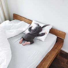Tired baby, grey, bunny, white sheets, too cute ❀∘mzcocogirl❀∘ Little Babies, Cute Babies, Baby Kids, Baby Boy, Child Baby, Korean Babies, Asian Babies, Little People, Little Ones