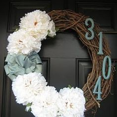 Front Door Wreath with House Number | Have a new family moving onto your street? Any new neighbor would be tickled to death to receive a gorgeous wreath like this. Great for a housewarming gift too.