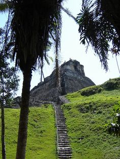 Xunantunich mayan site in Belize. Belize Vacations, Belize Travel, Central America, South America, Travel Advice, Day Trips, Monument Valley, Caribbean, Mexico