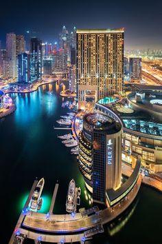 """""""Dubai Marina"""", de Daniel Cheong ....  Dubai es la ciudad más poblada de los Emiratos Árabes Unidos. Se encuentra en la costa sureste del Golfo Pérsico y es uno de los siete emiratos que conforman el país."""