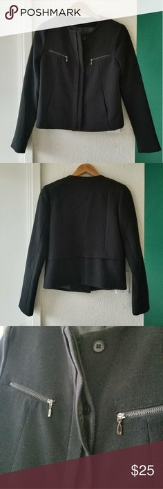 "XS GAP BLAZER About: •brand: Gap •size: extra small •color: black •2 front zipper pockets •padded shoulders •front hidden button closure •great condition with plenty of life left  •comes from a smoke-FREE & pet-FREE home  Measurement: •length: 22"" •sleeve length: 24.5"" •bust: 32.25-33.35"" GAP Jackets & Coats Blazers"