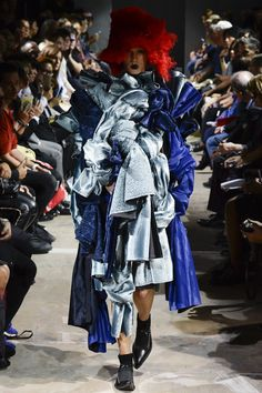 Comme des Garçons Spring 2016 Ready-to-Wear Collection Photos - Vogue  http://www.vogue.com/fashion-shows/spring-2016-ready-to-wear/comme-des-garcons/slideshow/collection#12